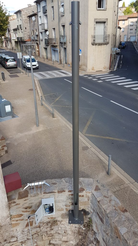 Commune de Bédarieux (30) - Mât Tuboprotect h=5M support de caméra et antenne wi-fi