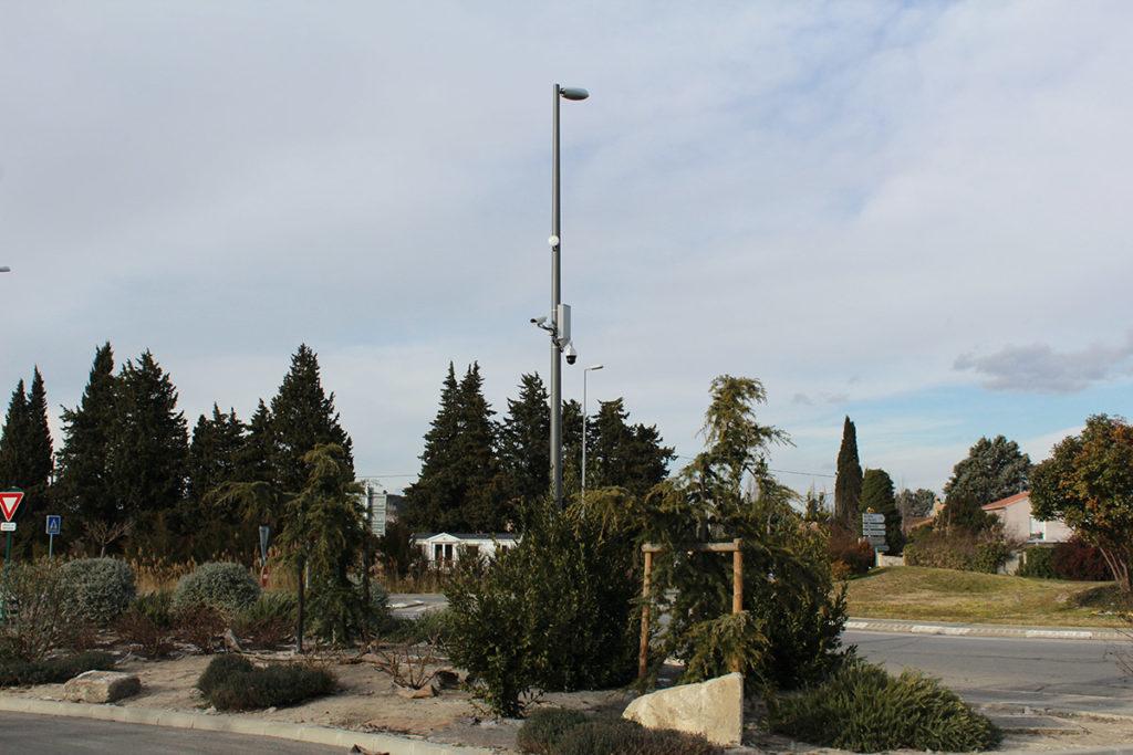 Une fabrication de poteau pour caméra de surveillance sur mesure